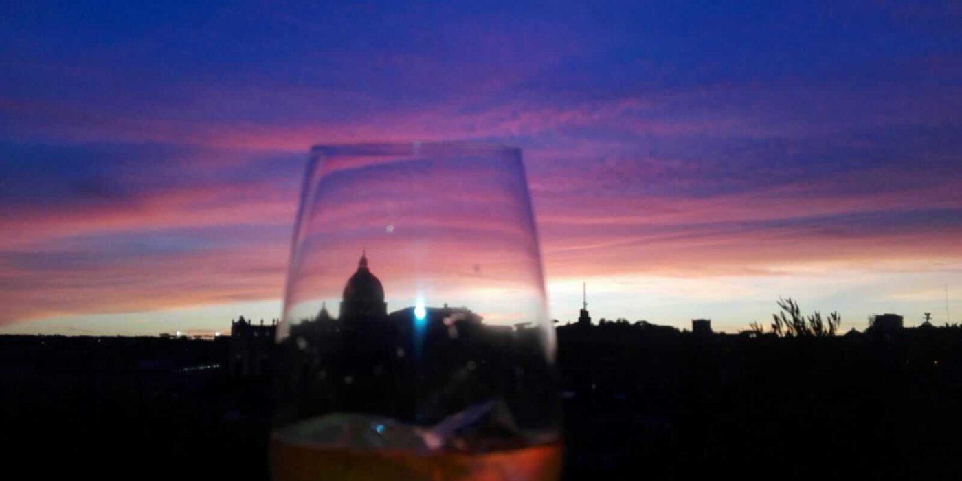 Wein und Sonnenuntergang